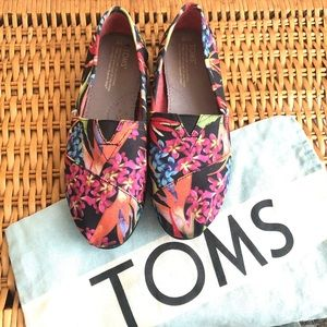 Like new! Tropical TOMS shoes women floral beachy